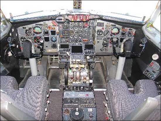 Кабина пилотов Boeing 727