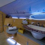 В душ и домой – на частном самолете
